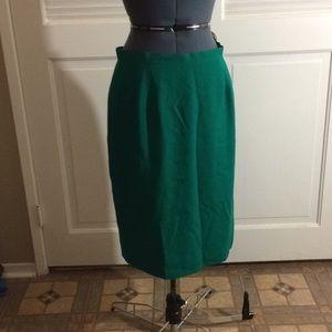 Dresses & Skirts - Super cute Green pencil skirt! 14p